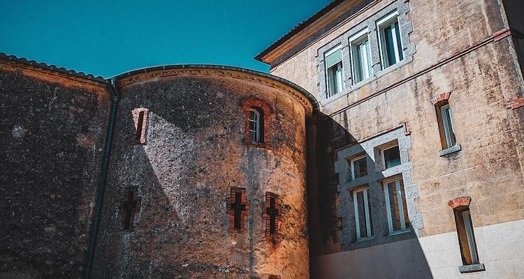 place-castre-cannes-tourism-old-town-suquet